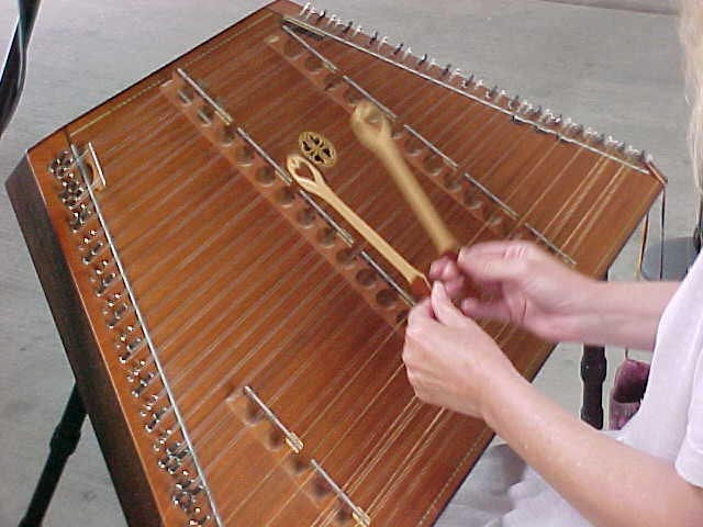 Dulcimer_hands