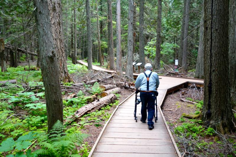 Tom walking into Cedars